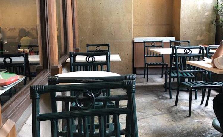 ディスカバリーレストランのテラス席